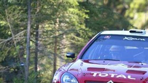 Carlos Sainz s citroënem na trati Finské rallye.