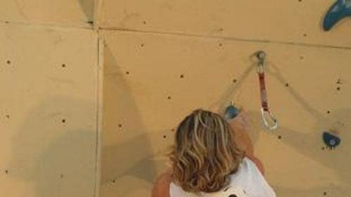 Belgičanka Muriel Sarkanyová při Světovém poháru v lezení na obtížnost v Brně.