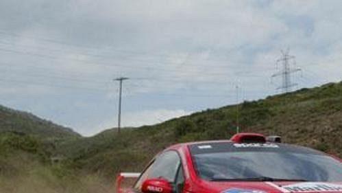 Marcus Gronhölm s peugeotem na shakedownu Rallye Akropolis.