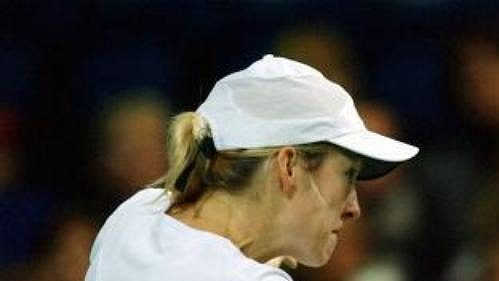 Nová světová jednička Belgičanka Justine Heninová-Hardenneová ve finálovém souboji s Jelenou Dokičovou.
