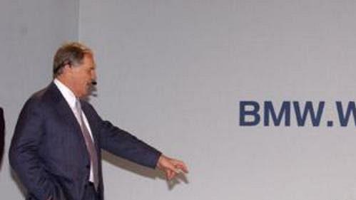 Technický ředitel týmu BMW WilliamsF1 Patrick Head představuje ve španělské Valencii novou zbraň, monopost FW26, se kterou stáj vyrazí do boje o titul šampióna roku 2004.