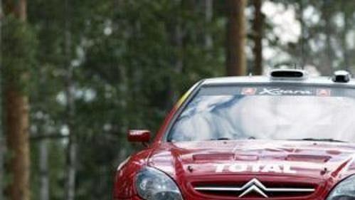 Sébastien Loeb s Citroënem Xsara na trati Finské rallye 2002.