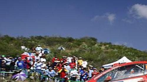 Fin Marcus Grönholm na trati druhé etapy Mexické rallye.