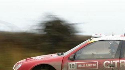 Carlos Sainz s citroënem při shakedownu Britské rallye.