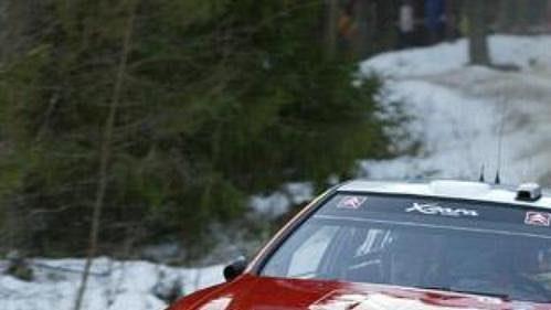 Sébastien Loeb s citroënem na trati čtvrtečního shakedownu při Švédské rallye.