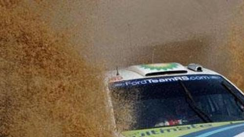 Francois Duval s fordem na trati druhé rychlostní zkoušky Rallye Akropolis.