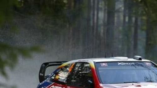 Carlos Sainz s citroënem na trati čtvrtečního shakedownu při Švédské rallye.