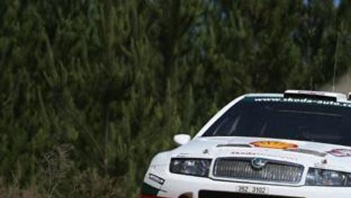 Colin McRae prověřuje 'letové vlastnosti' fabie WRC při Australské rallye.