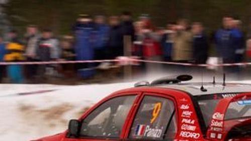 Francouz Gilles Panizzi s mitsubishi při první etapě Švédské rallye.