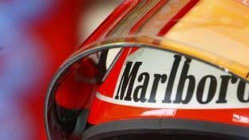Michael Schumacher se chystá na okruh.