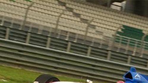 Tomáš Enge za volantem českého vozu na okruhu v Sepangu.