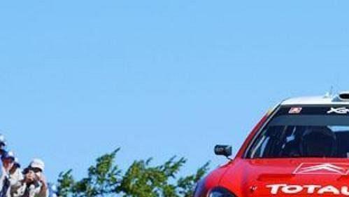 Posádka Colin McRae - Derek Ringer na voze Citroën Xsara na trati Finské rallye.