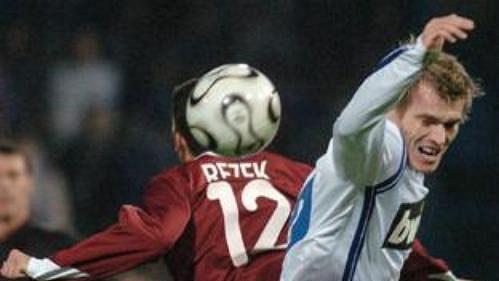 Fotbalový souboj mezi libereckým Šinglárem a Rezkem ze Sparty.