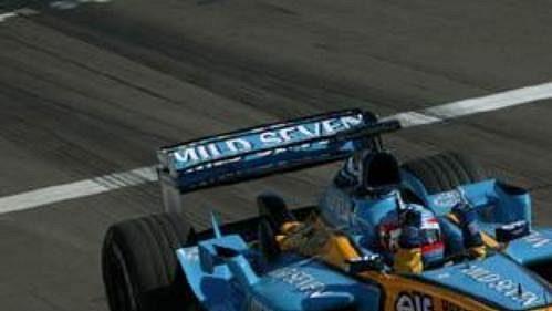 A je to doma! Fernando Alonso triumfuje ve Velké ceně Maďarska.