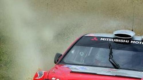 Dani Sola s mitsubishi na trati první etapy Rallye Akropolis.