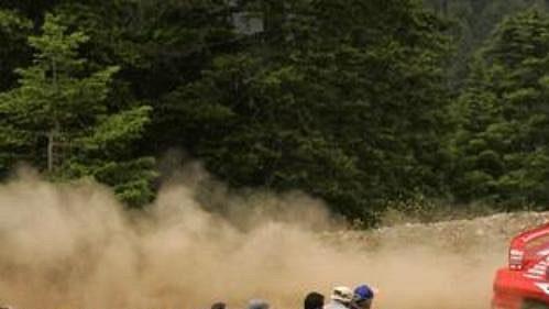 Gilles Panizzi s mitsubishi na trati první etapy Rallye Akropolis.