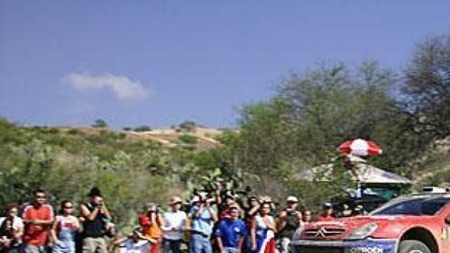 Španěl Carlos Sainz na trati druhé etapy Mexické rallye.