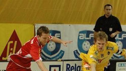 Florbalisté FBC Ostrava (ve žlutém) porazili ve 12. kole Fortuna extraligy FBŠ Bohemians 5:4 v prodloužení.
