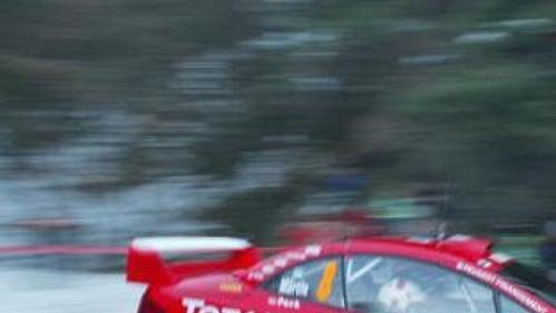 Estonec Markko Märtin s vozem Peugeot 307 WRC na trati třetí etapy Rallye Monte Carlo.
