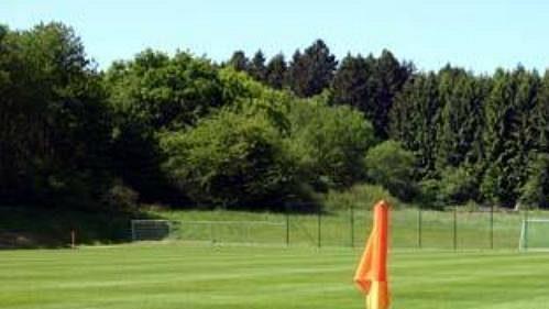 Fotbalové hřiště u hotelu Lindner.