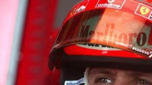 Michael Schumacher během první kvalifikace v japonské Suzuce.