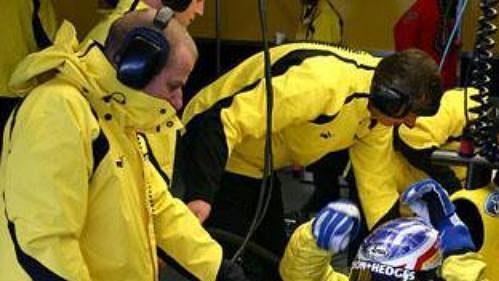 Jarek Janiš usedá do vozu Jordan při testech ve španělském Jerezu.