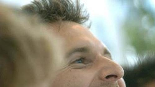 Petr Čech se při příletu kapitána Chelsea Johna Terryho výborně bavil.