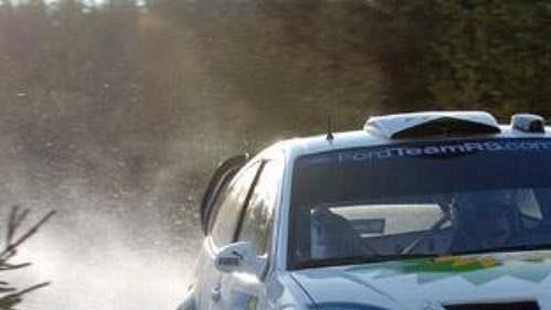 Belgičan Francois Duval s fordem na trati čtvrtečního shakedownu Švédské rallye.