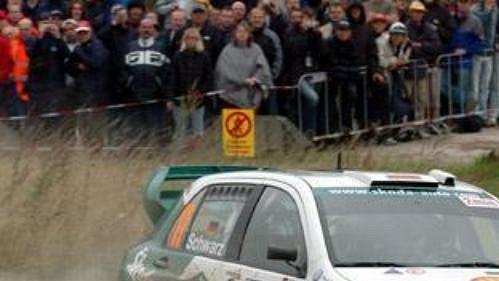 Armin Schwarz s fabií na trati Německé rallye.