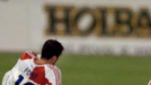 Slávista Martin Latka má hlavu v dlaních po prohře s Anderlechtem v kvalifikaci Ligy mistrů. V pozadí Pavel Fořt.