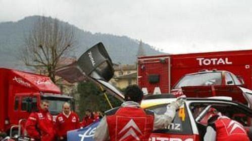 Mechanici týmu Citroën Total při Rallye Monte Carlo.