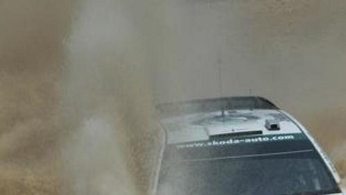 Fin Jani Paasonen s Fabií WRC na trati první rychlostní zkoušky první etapy Mexické rallye.