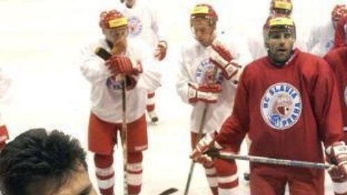Hokejisté Slavie začali pod vedením Vladimíra Růžičky přípravu na ledě.