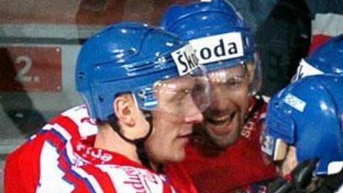 David Moravec oslavuje se svými křídly jednu z branek proti Finsku.