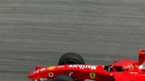 Michael Schumacher na trati v Sepangu