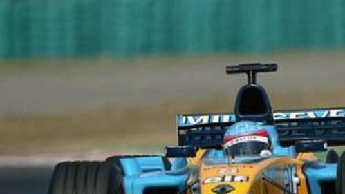 Španěl Fernando Alonso na renaultu na trati okruhu Hungaroring při Velké ceně Maďarska.