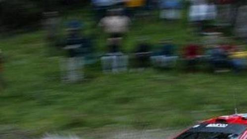 Marcus Gronhölm s peugeotem na trati první etapy Rallye Akropolis.