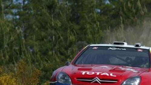 Citroën Francouze Sebastiena Loeba na trati závěrečné etapy Australské rallye.