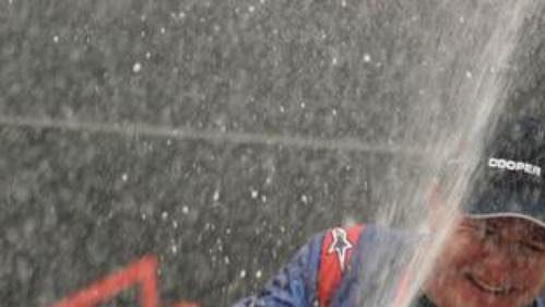 Tomáš Enge na stupních vítězů v Sepangu.