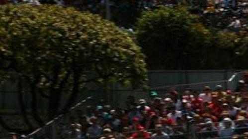 Pilot týmu West McLaren Mercedes Kimi Raikkonen při kvalifikaci na Velou cenu Monaka.