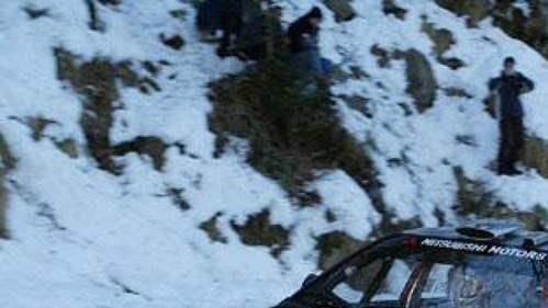 Fin Harri Rovanperä s vozem Mitsubishi Lancer WR05 na trati první etapy Rallye Monte Carlo.