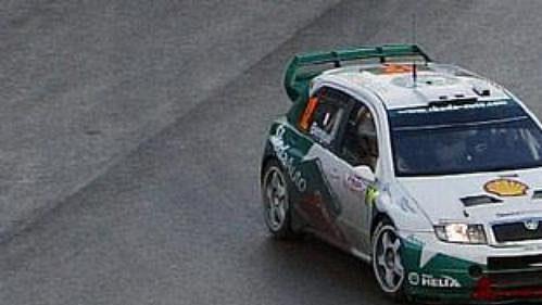Francouz Alexandre Bengue s vozem Škoda Fabia WRC na trati třetí etapy Ralye Monte Carlo 2005.