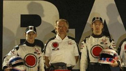 Tým Lucky Strike BAR s novým monopostem Honda 006.