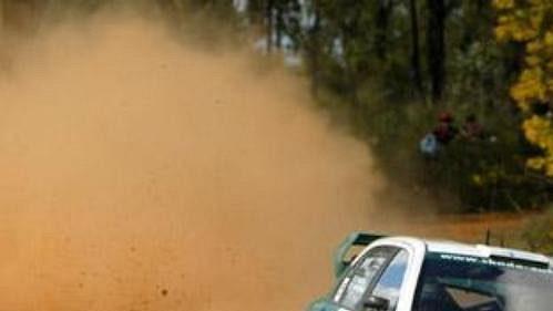 Toni Gardemeister s fabií na trati 18. rychlostní zkoušky Australské rallye.