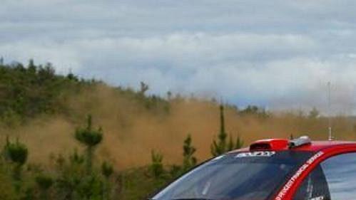 Finský pilot Rovanperä s Peugeotem 206 na trati Australské rallye.