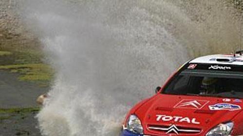 Španěl Carlos Sainz s citroënem na trati čtvrtečního shakedownu Mexické rallye.