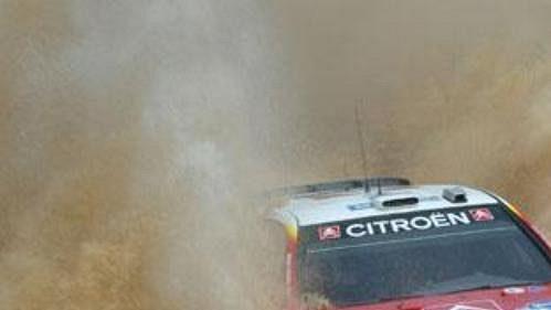Francois Duval s citroënem na trati Mexické rallye.