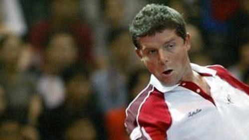 Jiří Novák při barážovém utkání Davis Cupu proti Paradornu Srichapanovi z Thajska.