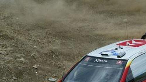 Sebastien Loeb s citroenem na trati Rallye Akropolis.