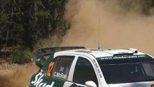 Colin McRae s vozem Škoda Fabia WRC na trati první etapy Australské rallye.